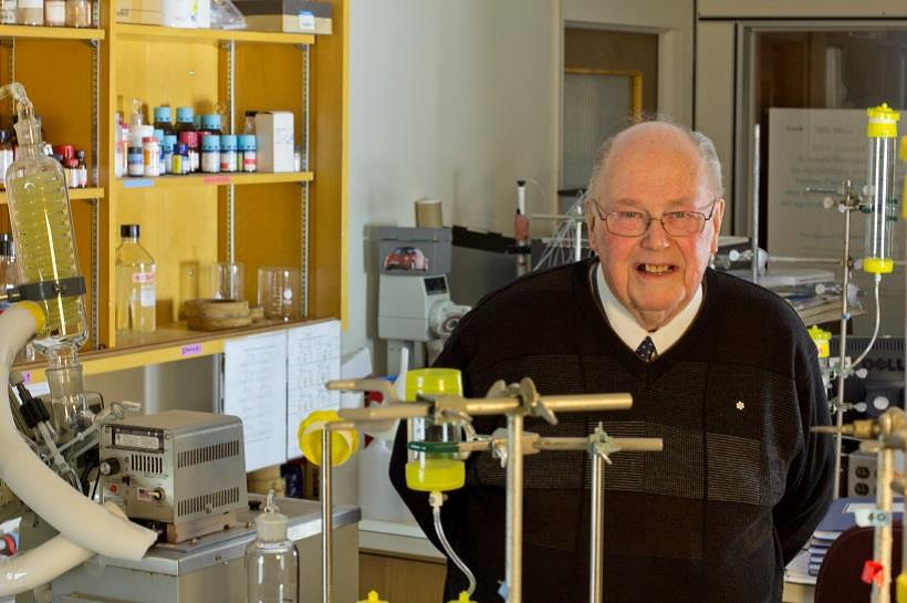 Dr. Vern Burrows in a lab